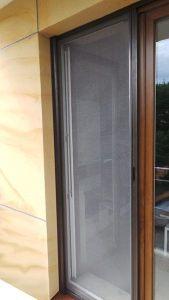 moskitiera rolowana poziomo do drzwi - montaż Faktor Bydgoszcz